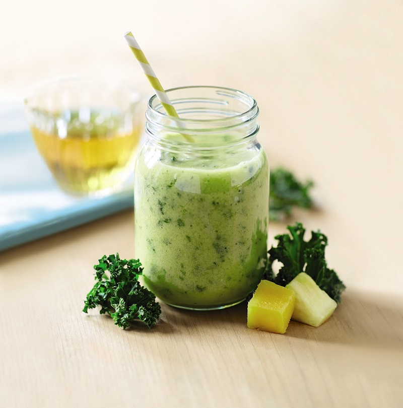 Mango, Pineapple and Kale Smoothie For Breakfast
