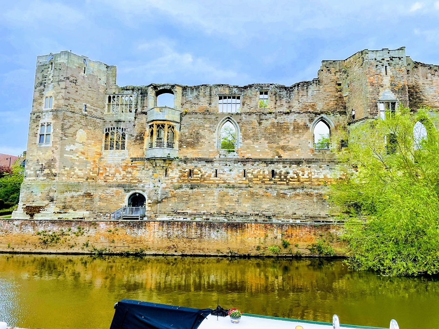 Newark Castle And A Trip To The Charity Shops